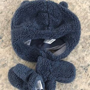 Carter's hat and mitten set